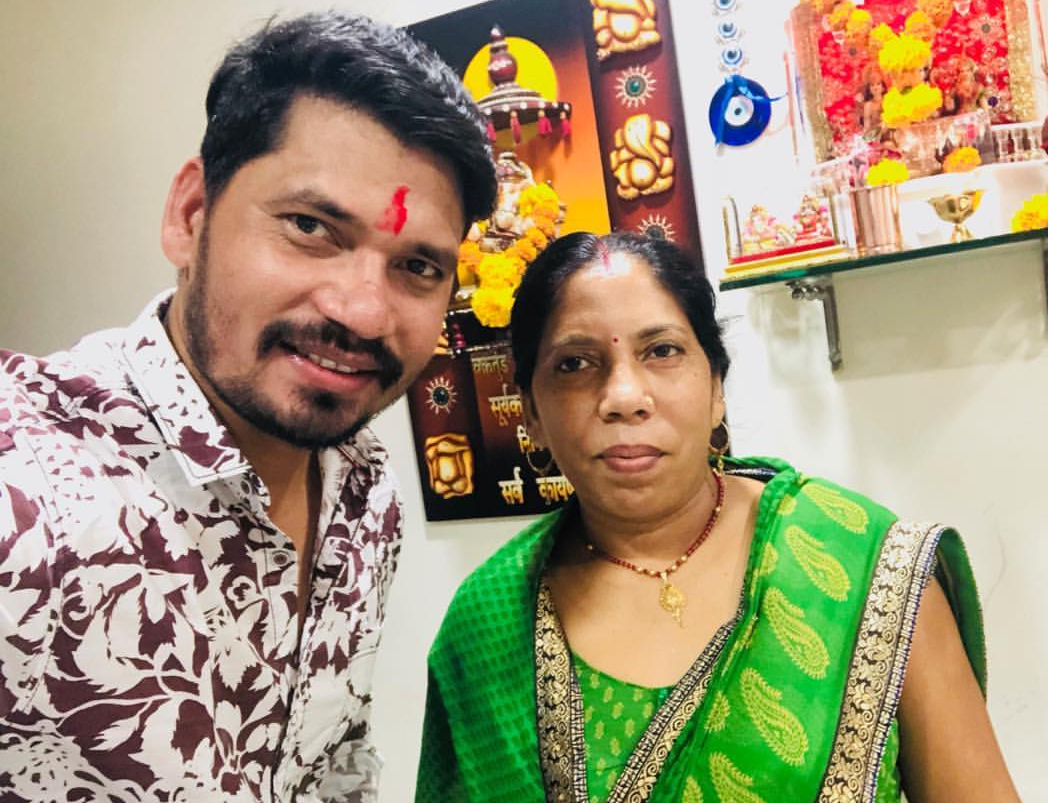 See how Pravesh Lal Yadav  celebrated the Raksha Bandhan
