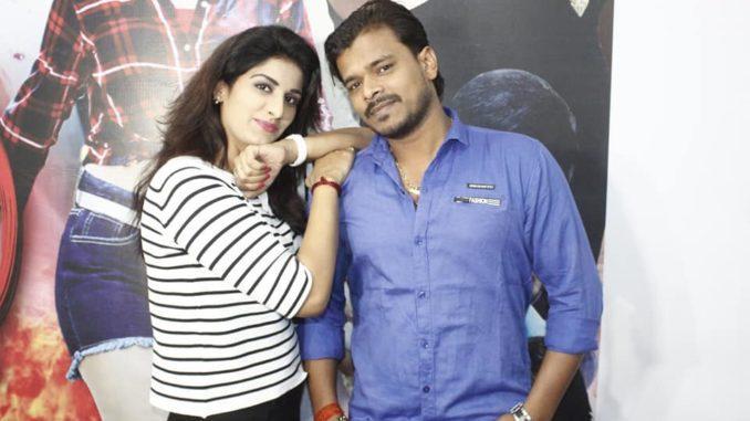 poonam-dubey-on-munnva-mawali-bhojpuri-movie