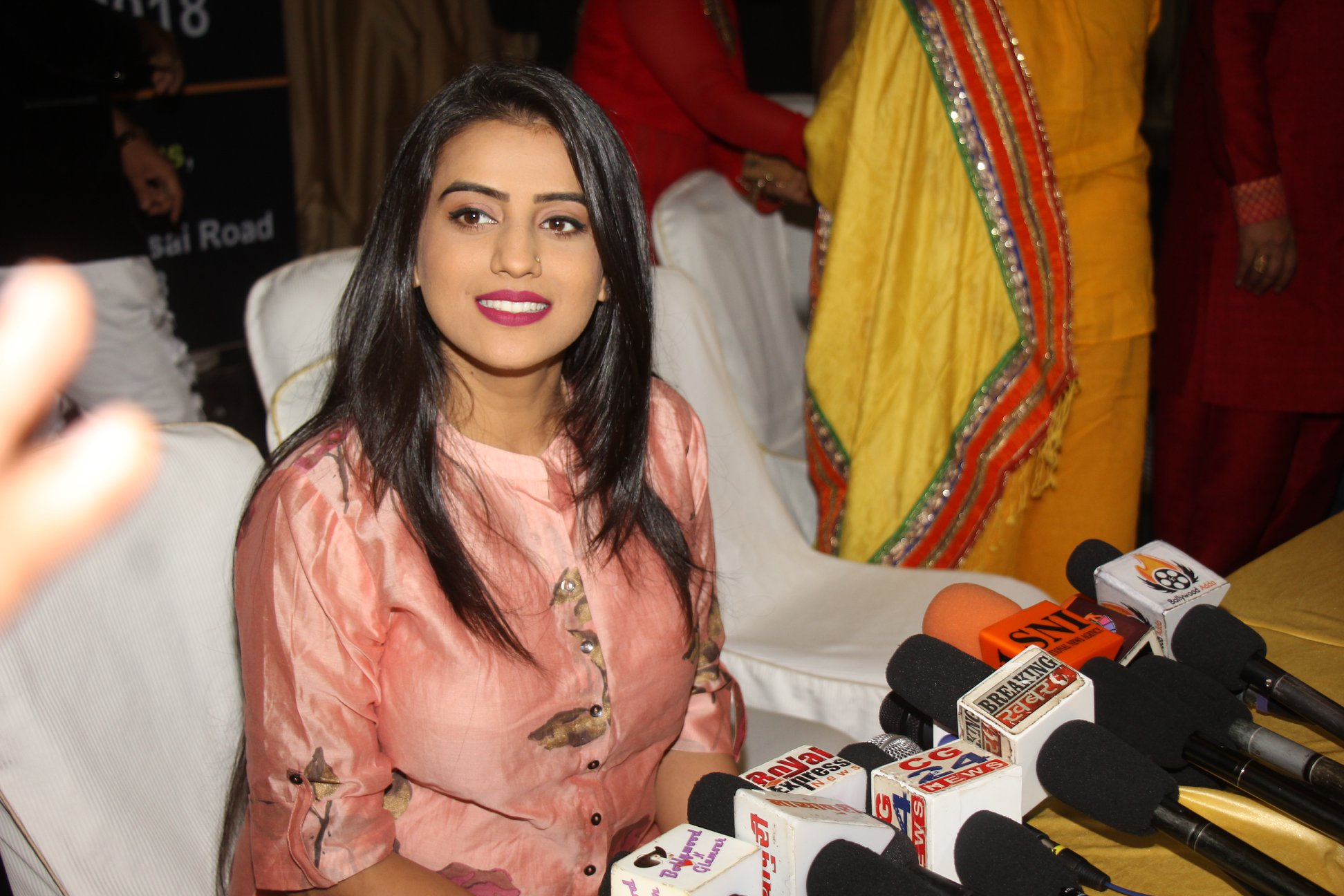 Actress Akshar Singh appeals to vote for Azad Impa group