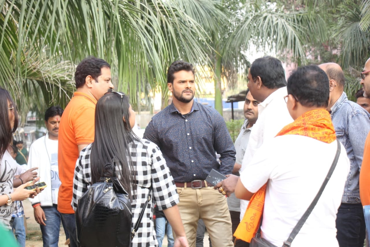 Khesari Lal Yadav becomes a Porter after Govind