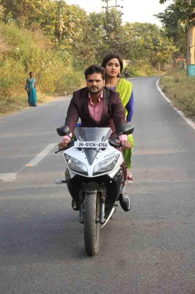 Coolie No 1 Khesari Lal Yadav Kajal Raghwani Bhojpuri Movie Shooting Photo